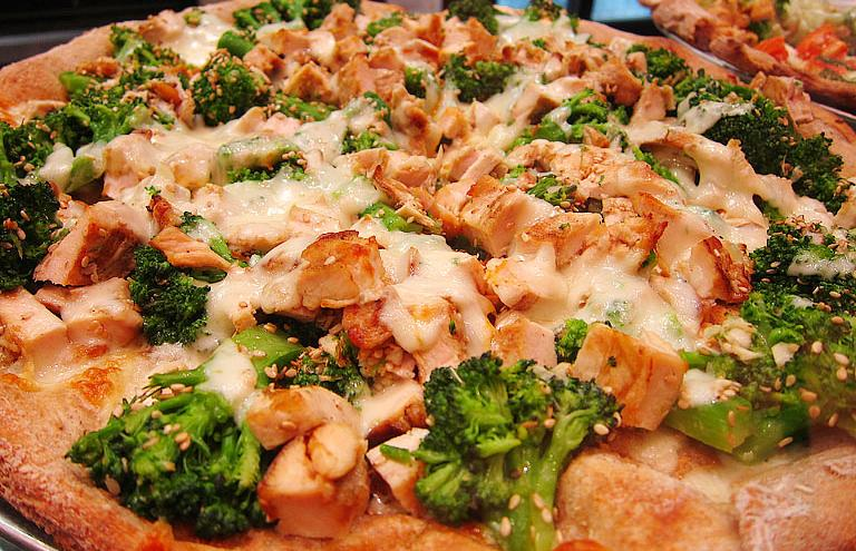 pizza-de-frango-com-brocolis