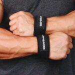 faixa de punho munhequeira no treino de musculação