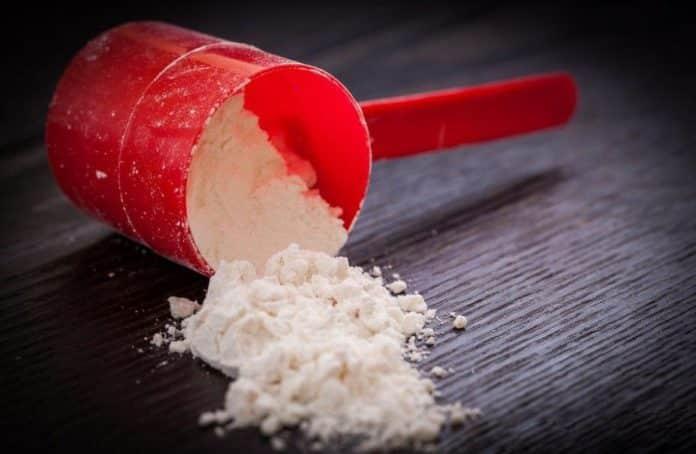O que é a Glutamina, para que serve, benefícios, função, excesso, efeitos colaterais, como tomar