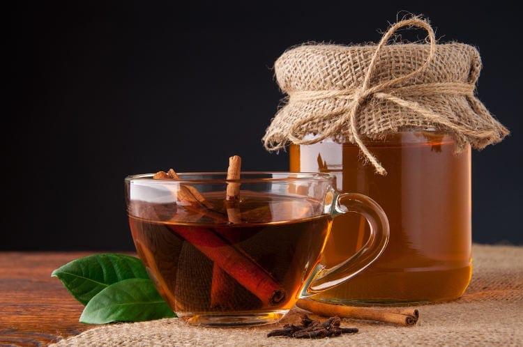 Receita de Chá de Canela para descer a Menstruação