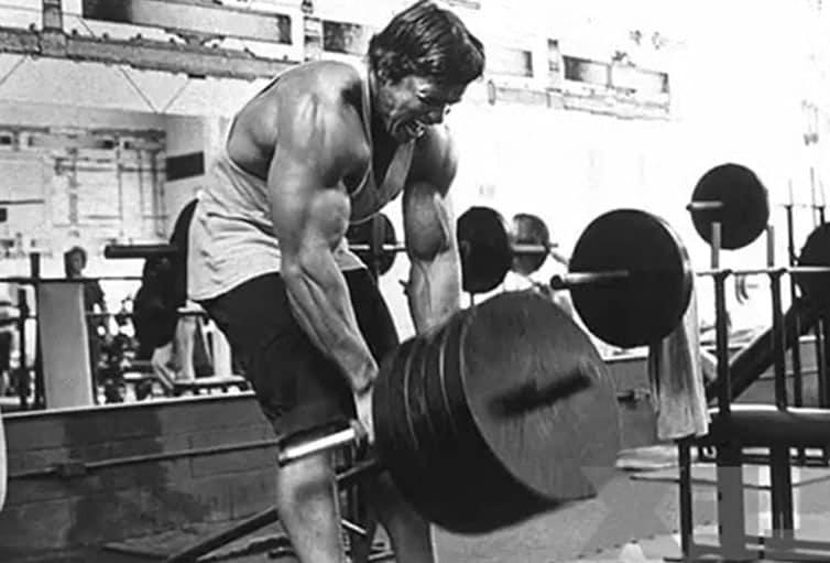 Treino de Costas do Arnold Schwarzenegger Barra Remada Cavaliho