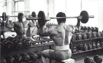 Treino de Ombros do Arnold Schwarzenegger Desenvolvimento com Barra