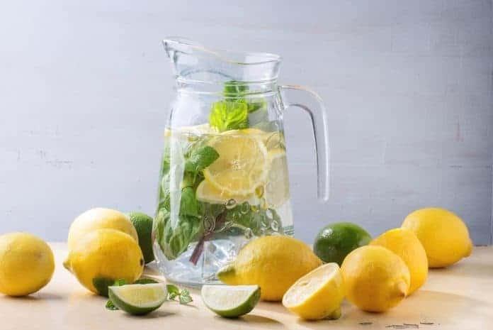 A dieta da água com limão funciona? (como fazer)