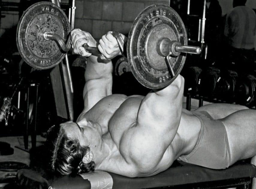 Extensão de Tríceps com Barra